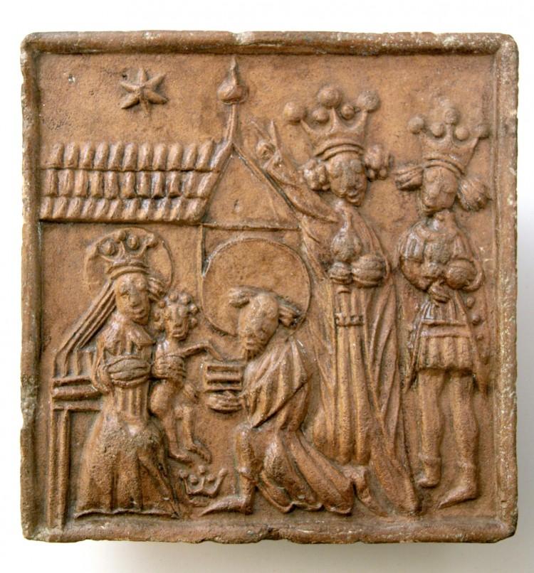 Keramický kamnový kachel s motivem Klanění tří králů,  Českokrumlovsko, 15. století.