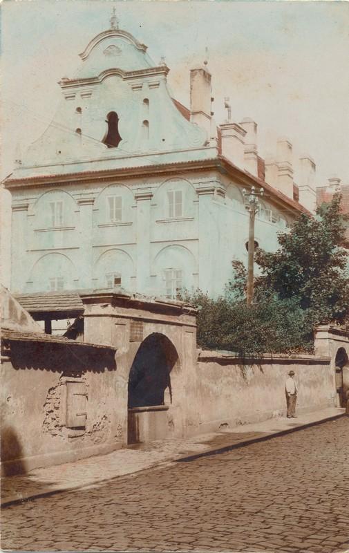 Historická fotka budovy muzea
