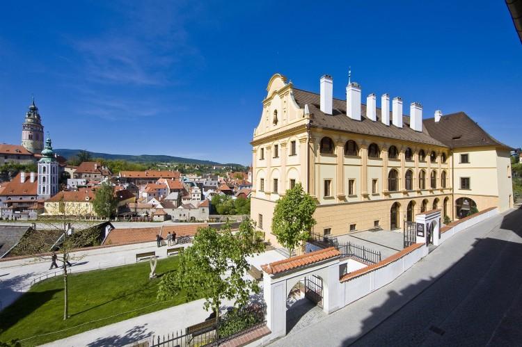 Pohled na budovu bývalého jezuitského semináře - dnešního muzea - z jihozápadu - rok 2011
