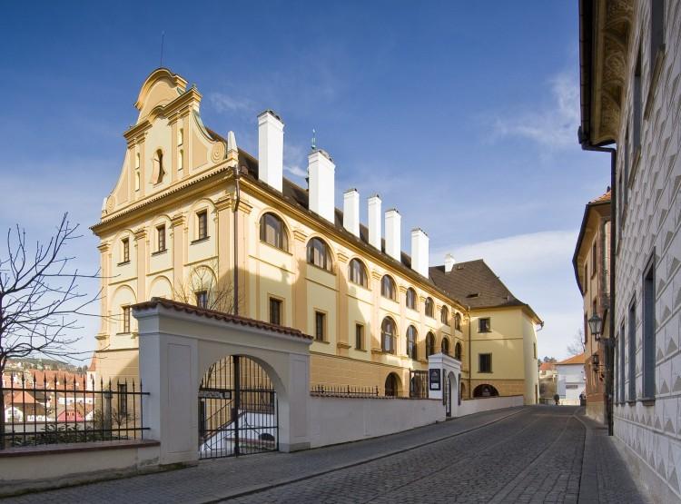Pohled na budovu bývalého jezuitského semináře - dnešního muzea - z Horní ulice.