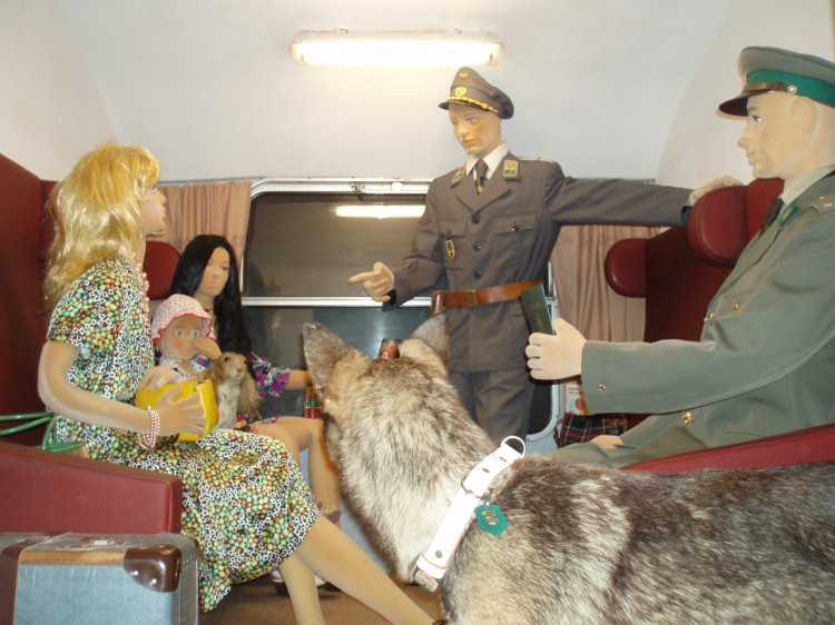 16_pohled do výstavy - vlakové kupé v tunelu ČSSR-Adria