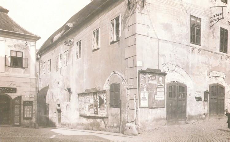 13. Josef Wolf - budova radnice před rekonstrukcí, 1924 (Regionální muzeum v Č.K.)