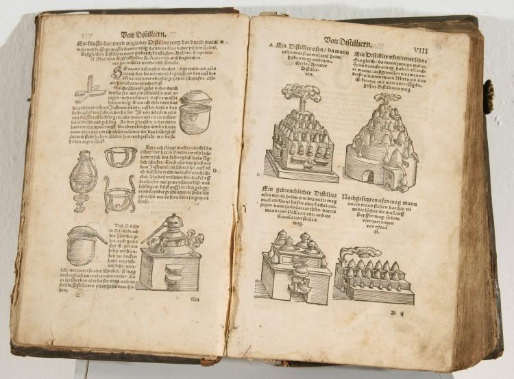 Nákresy destilačních aparatur, Kniha přírodních věd, Adam Lonicerus, Frankfurt nad Mohanem, 1557.