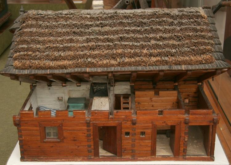 Model dřevěné roubené chalupy, Šumava, kolem roku 1925.