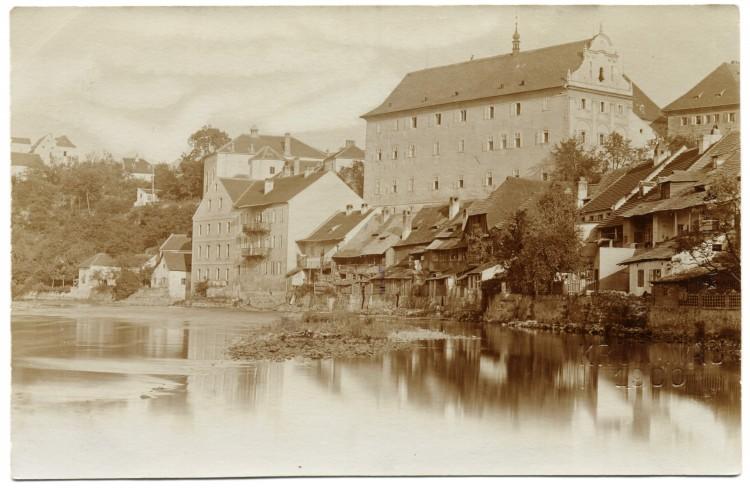Budova gymnázia - dnes muzea - na snímku Josefa Wolfa z roku 1900.