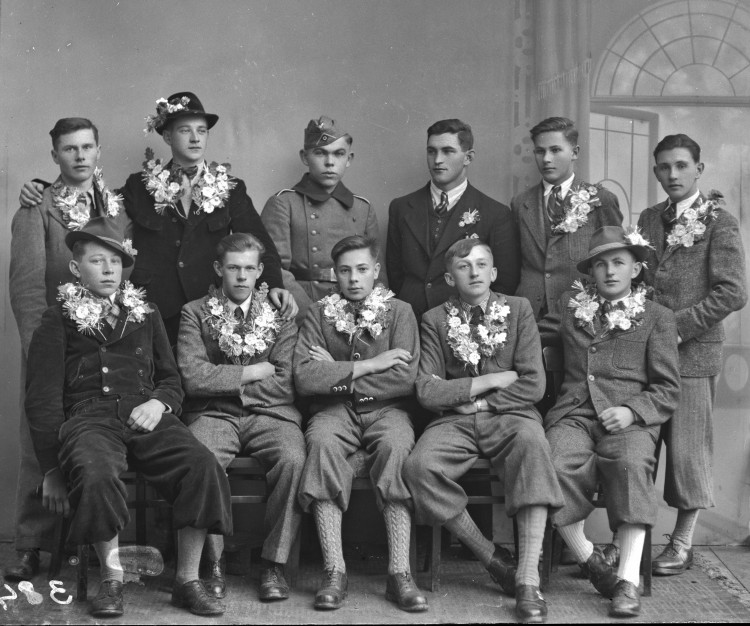 Válka vyžadovala nové vojáky a povolávány byly stále mladší a starší ročníky.