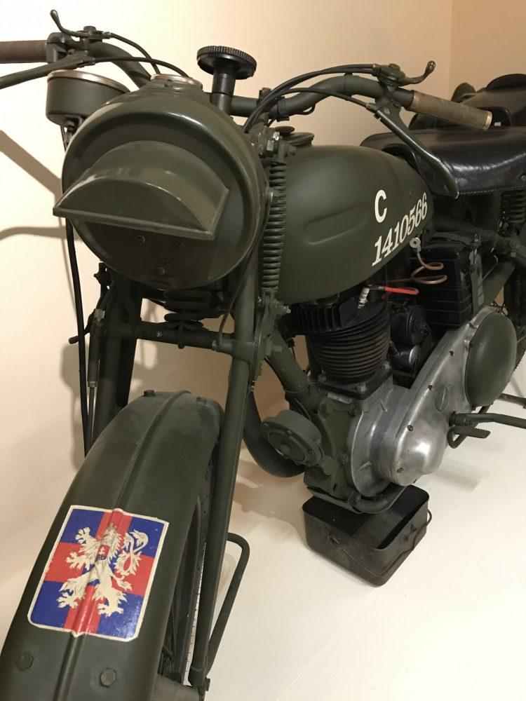 Vojenský motocykl Ariel W/NG 350
